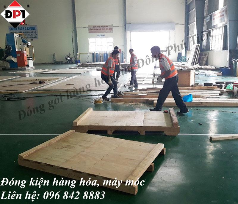 sử dụng thùng gỗ cho hàng hóa, máy móc